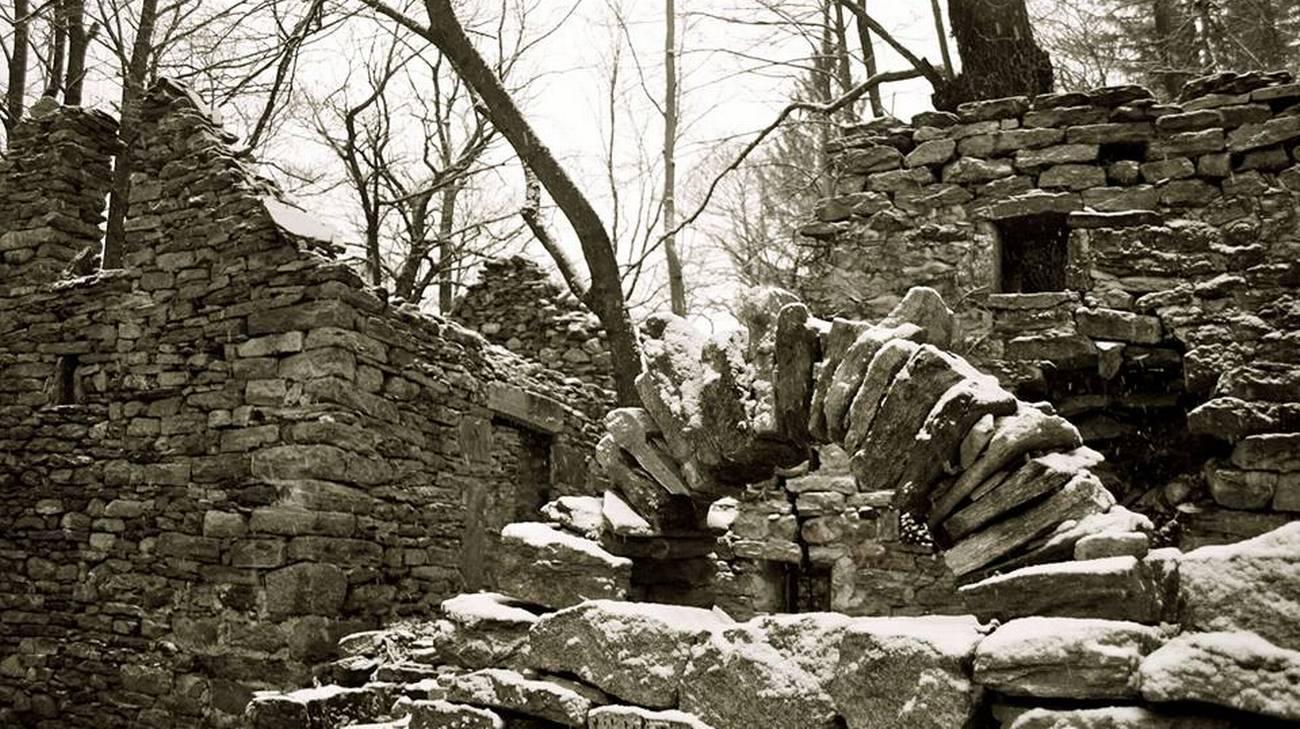 Nel cuore delle Alpi, un villaggio in pietra diventa laboratorio