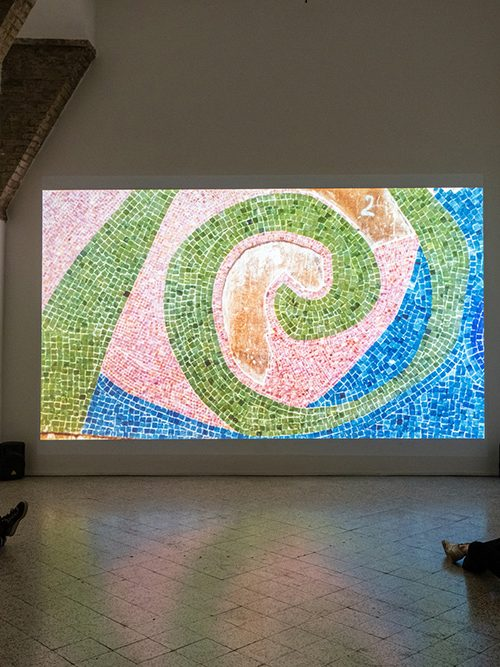 Daniel Buren - Fuori tempo, a perdita d'occhio 2020, exhibition view Galleria Continua, San Gimignano. Ph Ela Biakowlska, OKNO STUDIO
